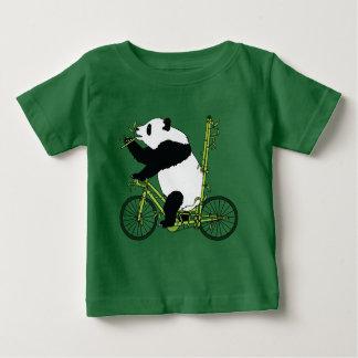 De panda draagt berijdend de Fiets van het Bamboe Baby T Shirts