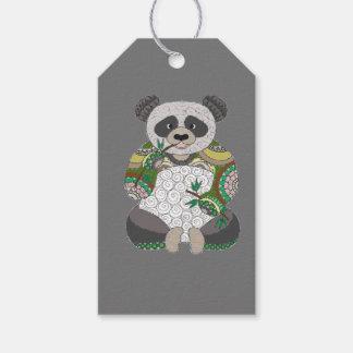 De panda draagt cadeaulabel