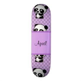 De panda draagt skate deck