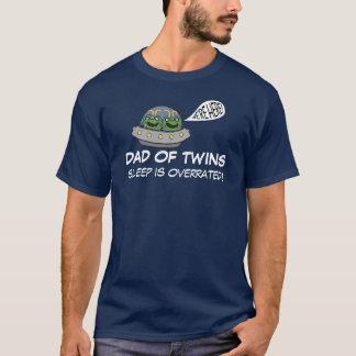 De papa van de SLAAP van Tweelingen IS OVERSCHAT T Shirt