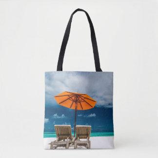 De Paraplu van de zon op Zandig Strand |Maldives Draagtas