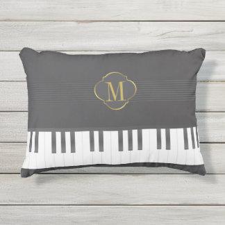 De piano van het monogram buitenkussen