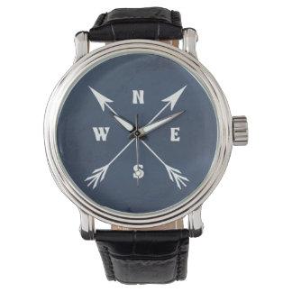 De pijlen van het kompas horloge