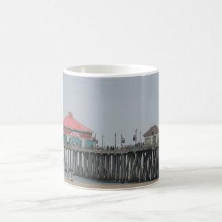 De Pijler van het Strand van Huntington Koffiemok