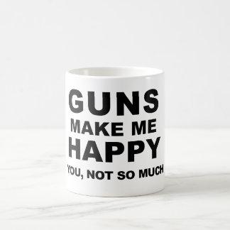 De pistolen maken me Gelukkige Koffie door Koffiemok