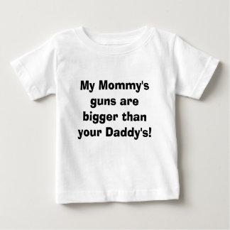 De pistolen van mijn Mama zijn groter dan uw Papa! Baby T Shirts