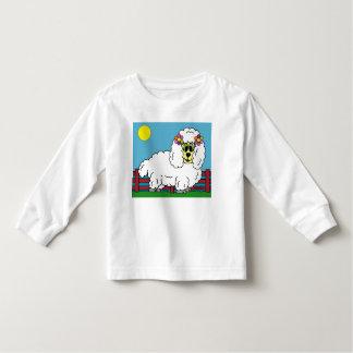 De pluizige t-shirt van de peuter lange sleve van