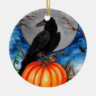 De raaf rond keramisch ornament