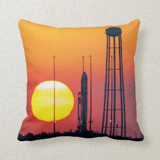 De Raket van Antares bij Zonsopgang Sierkussen