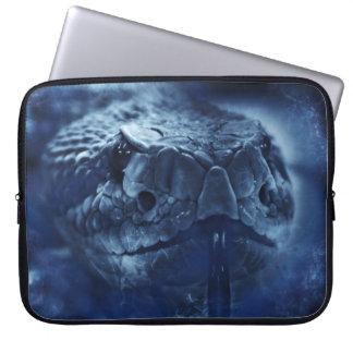 De ratelslang staart laptop sleeve