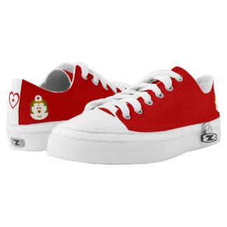 De rode Lage Hoogste Schoenen van B & van de