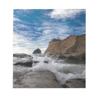 De Rots van de hooiberg bij de kust de V.S. van Notitieblok
