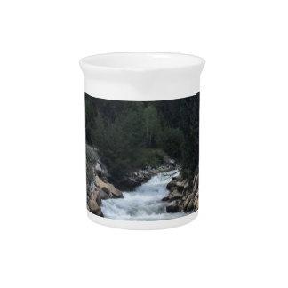 De rotsachtige Stroom van de Berg Drink Pitcher