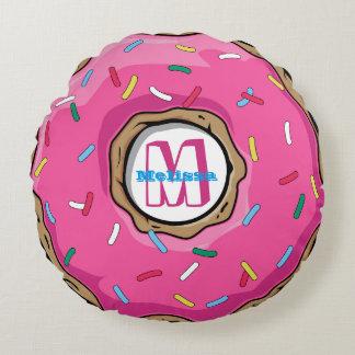 De roze Doughnut met bestrooit Met monogram Rond Kussen