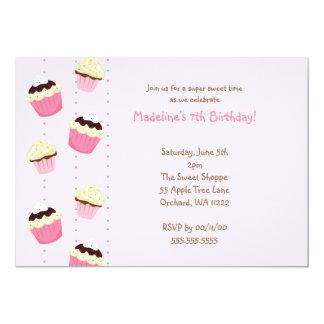 De roze Partij van de Verjaardag Cupcakes nodigt 12,7x17,8 Uitnodiging Kaart