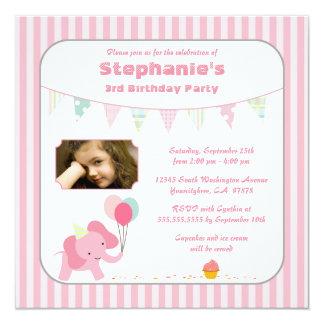 De roze uitnodiging van de de verjaardagspartij