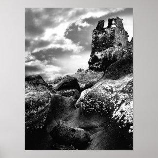 De Ruïnes van de toren van Dunure Kasteel Ayrshire Poster