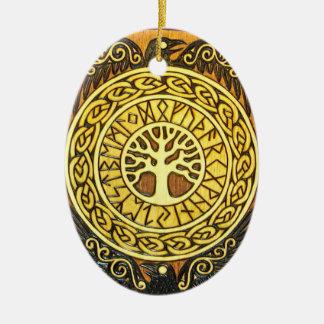 De Runen van Viking met Boom en het Ornament van