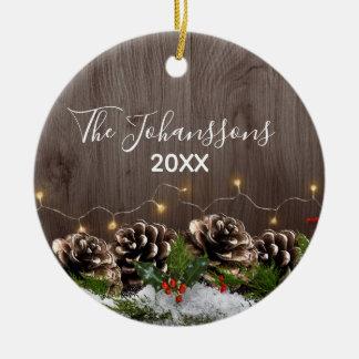 De rustieke Houten Lichten van de Pijnbomen van Rond Keramisch Ornament