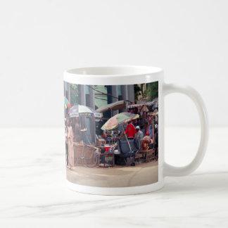 De Scène van de straat, Banjul, Gambia, Afrika Koffiemok
