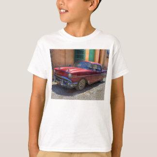 De scène van de straat met oude auto in Havana T Shirt