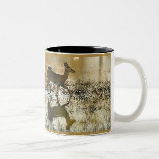 De Schaduw van de Herten van de wit-staart Tweekleurige Koffiemok