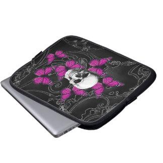 De schedel van de fantasie en hete roze vlinders laptop sleeve