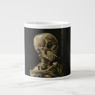 De Schedel van het skelet met het Branden van Extra Grote Beker