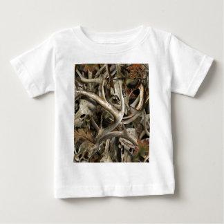 De Schedels van de Herten van Camo Baby T Shirts