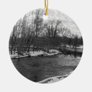 De Schoonheid James River Grayscale van de sneeuw Rond Keramisch Ornament