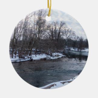 De Schoonheid James River van de sneeuw Rond Keramisch Ornament