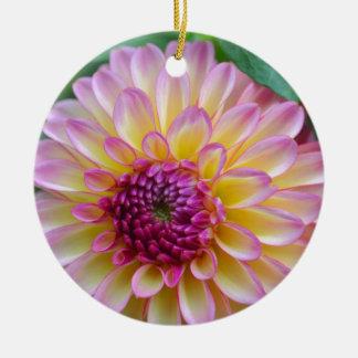 De Schoonheid van de dahlia Rond Keramisch Ornament