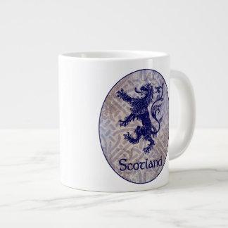 De Schotse Ongebreidelde Marineblauwe Keltische Grote Koffiekop
