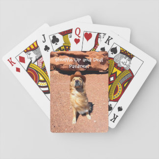 De schuifelgang omhoog en behandelt Cowboy Henry Pokerkaarten