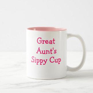 De sippy kop van de grote Tante