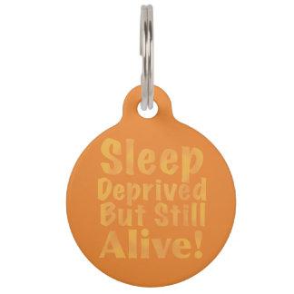De slaap beroofde maar nog Levend in Geel Huisdierpenning