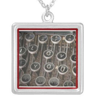 """De Sleutels """"I van de schrijfmachine houden van u  Persoonlijke Sieraden"""