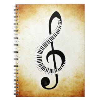 De Sleutels van de piano op een Sleutel van de Ringband Notitie Boek