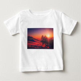 De sneeuw Zonsondergang van de Avond Baby T Shirts