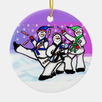 De Sneeuwmannen van de karate met de Ronde van het Rond Keramisch Ornament