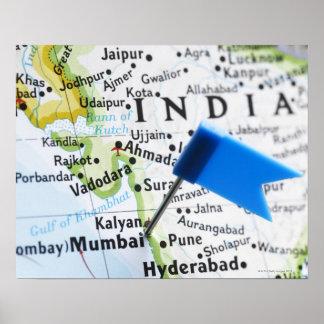 De speld van de kaart die in Mumbai, India op Poster