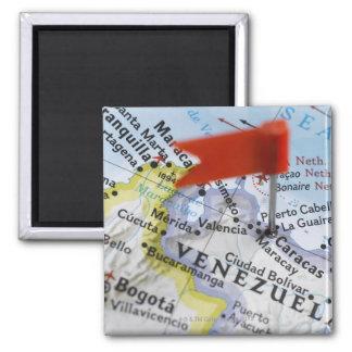 De speld van de kaart in Caracas, Venezuela op kaa Magneet