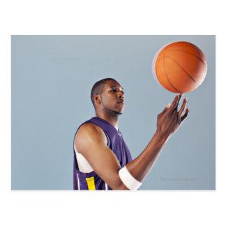 De speler in evenwicht brengende bal van het briefkaart
