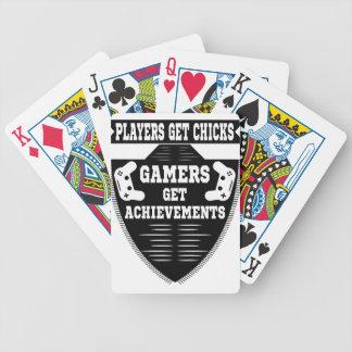 De spelers krijgen kuikensgamers krijgen pak kaarten