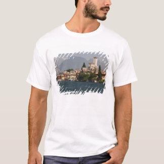 De stad van de oever van het meer, Malcesine, de T Shirt