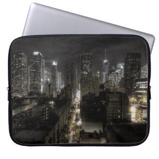 De Stad van New York bij Nacht HDR Computer Sleeve