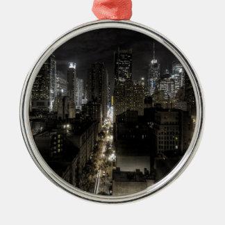 De Stad van New York bij Nacht Zilverkleurig Rond Ornament