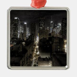 De Stad van New York bij Nacht Zilverkleurig Vierkant Ornament