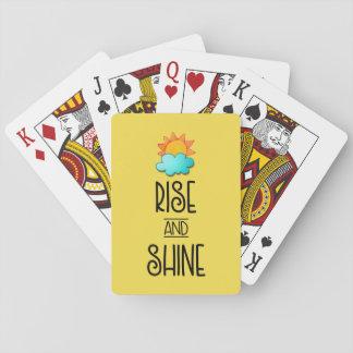 De stijging en glanst Typografie met Zon en Wolk Speelkaarten