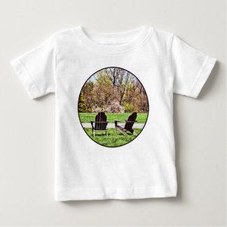 De Stoelen van Adirondack in de Lente Baby T Shirts